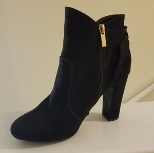 Versona Ankle Boots